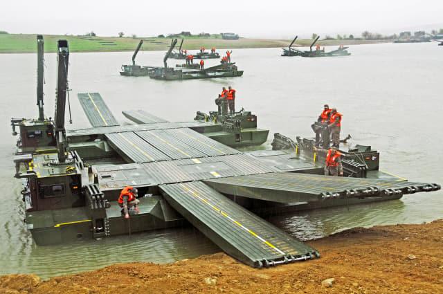 현대로템이 국산화 예정인 터키 FNSS의 자주도하장비 AAAB./현대로템/