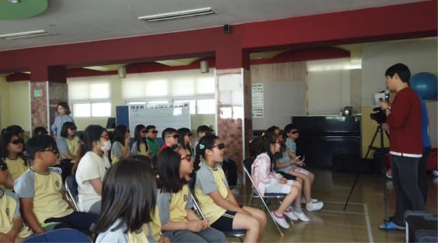 지난 5월 15일 거제 오량초등학교에서 진행된 '찾아가는 현장 미디어 체험 교육'./경남교육청/