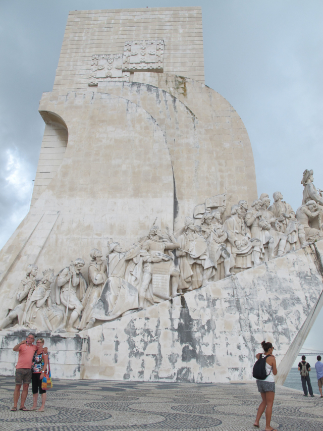 포르투갈 대항해시대 대표적인 유적지인 '발견의 탑'. 바스코 다가마가 항해를 떠났던 카라벨선을 본따 엔리케 사후 500년을 기념해 만들었다고 전해진다.