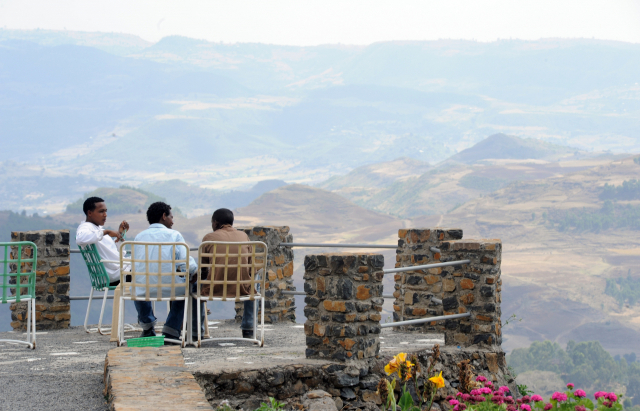 에티오피아 세 남자의 티 타임.