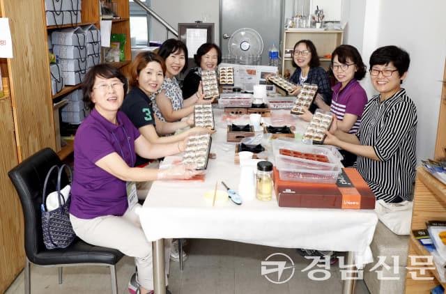 산청약초시장 곶감양갱만들기 체험 (제공=산청군)