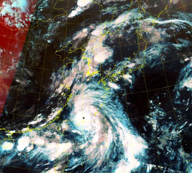 기상청 천리안위성 2A호가 포착한 초강력 태풍 '링링'. 5일 오후 7시 40분 현재 대만 북동쪽을 지나고 있다./기상청 날씨누리/