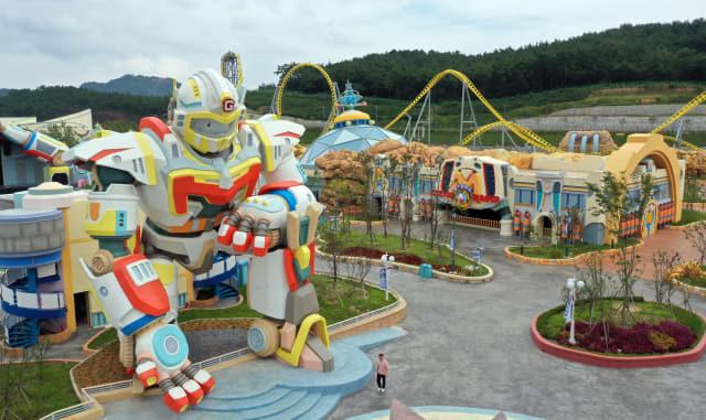 10일 오후 경남 창원시 마산합포구 '경남 마산로봇랜드' 테마파크의 모습. 로봇 연구, 컨벤션센터, 테마파크로 구성된 로봇랜드는 정부가 예비사업자로 선정한 지 12년 만에 최근 개장했다. 연합뉴스