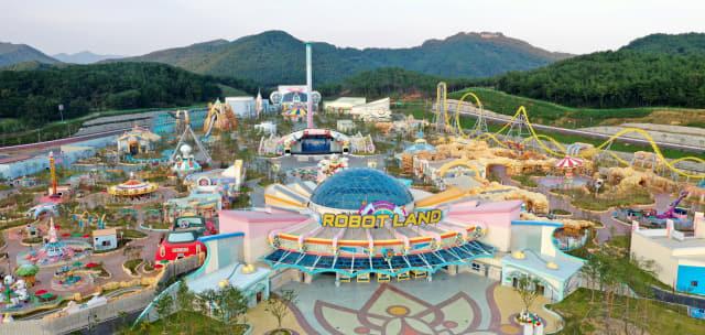온 가족이 함께 즐길 수 있는 22개의 놀이기구와 11개의 로봇체험관람시설로 구성된 창원시 마산합포구 구산면 '경남마산로봇랜드'.