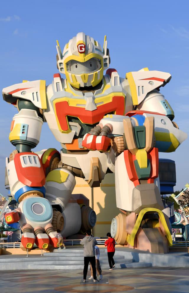로봇랜드 입구에 위치한 가디언로봇.