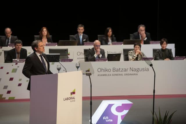 지난 4월 열린 라보랄쿠차 일반 총회에서 초민 가르시아(Txomin Garcia, 왼쪽) 라보랄쿠차 대표가 2018년 성과에 대해 발표하고 있다./라보랄쿠차/