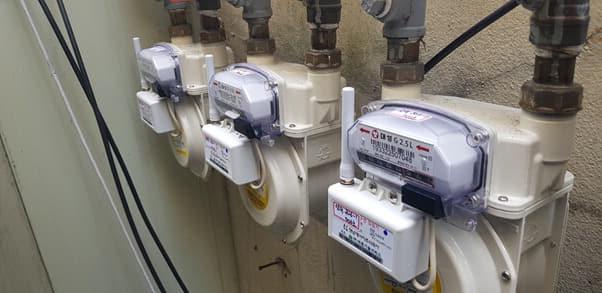 도시가스 계량기에 설치된 무선검침기.