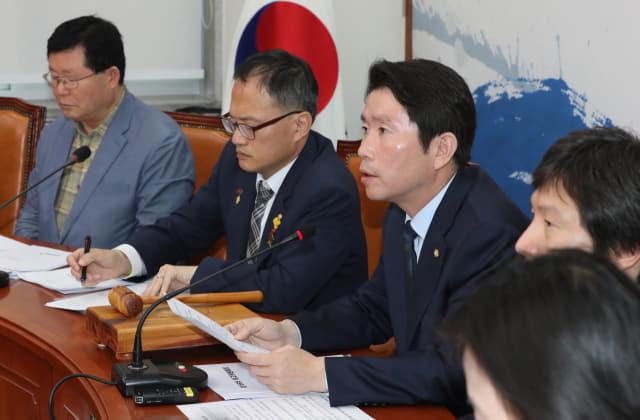 더불어민주당 이인영 원내대표가 23일 오전 국회에서 열린 최고위원회의에서 발언하고 있다. 연합뉴스
