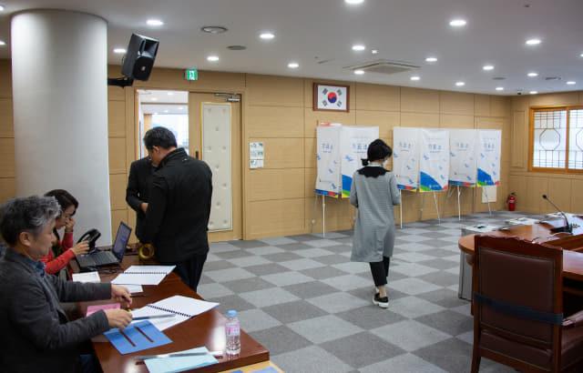 5일 경남과기대 본관 9층 대회의실에서 경남과기대와 경상대 간 통합 찬반투표가 진행되고 있다.