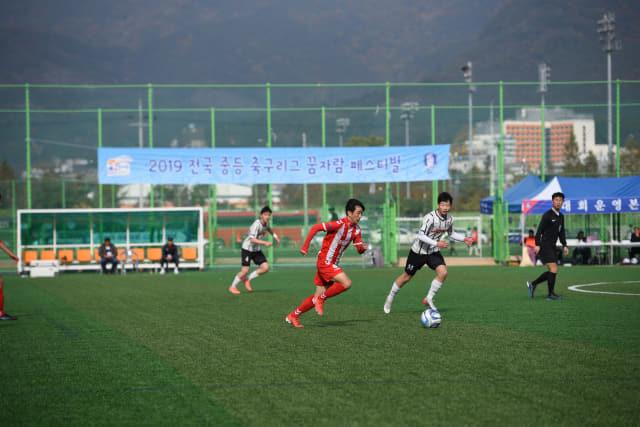 지난 10일 창녕축구센터에서 거제 연초중과 서울LEOF U15가 경기하고 있다./경남축구협회/