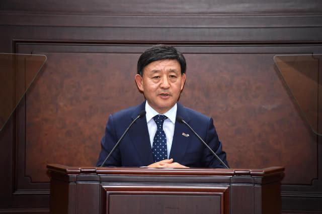 허성곤 시장이 21일 시의회에서 시정연설을 하고 있다./김해시/