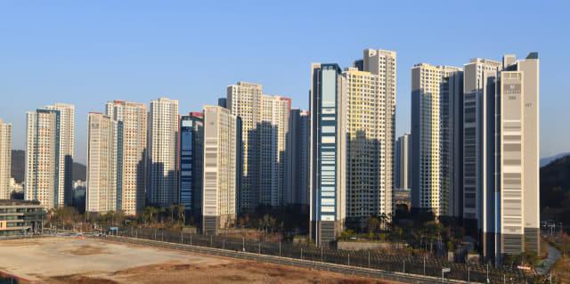 창원 성산구와 의창구 지역 아파트의 매매가 상승이 경남지역 아파트 매매가 상승을 견인했다. 사진은 창원 의창구 유니시티 아파트 단지 전경./전강용 기자/