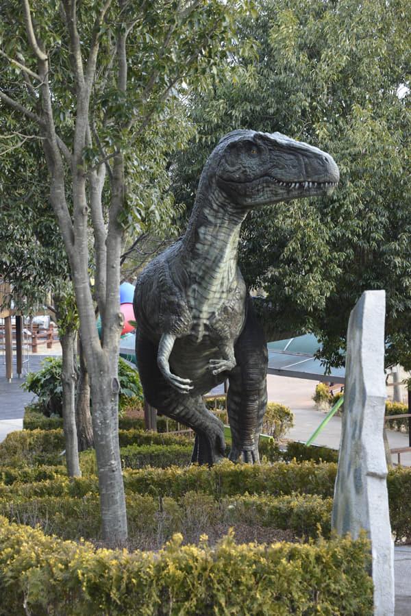 고성공룡박물관 공룡공원에 있는 공룡 모형.
