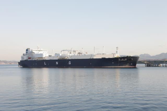 한국가스공사 통영기지(안정항) 인근 수역을 지나는 LNG 선박./한국가스공사/