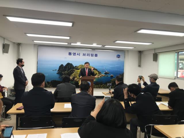 24일 오후 정점식 의원은 반박 기자회견을 열어 사과 요구를 일축했다. /김성호/