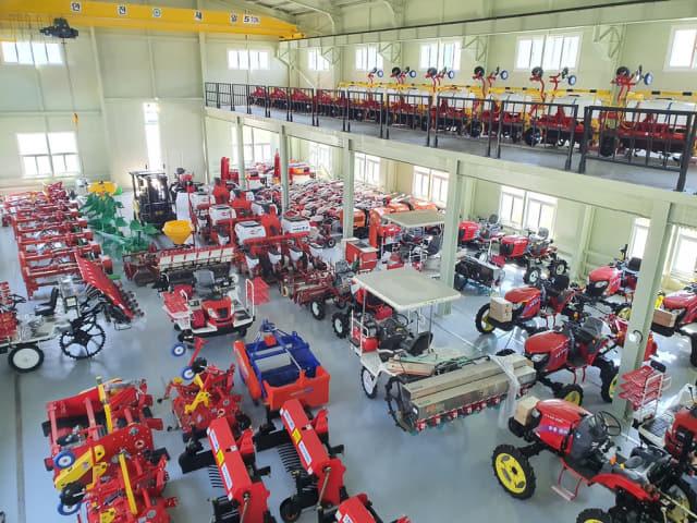 고성 영오권역 농기계 임대사업소에 있는 농업용 기계./고성군/