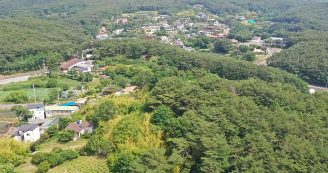 5일 오전 경남 양산시 하북면 지산리 평산마을 일대. 문재인 대통령 내외는 퇴임 후 이 마을 한 주택을 사저로 사용한다. 연합뉴스