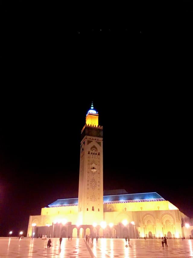 하산 2세 모스크의 밤.