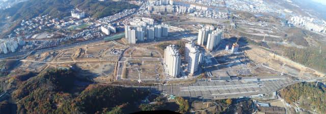 진주역 주변에 복합 주거단지를 조성하는 신진주역세권 도시개발사업이 올해말 사업 준공을 목표로 마무리 단계에 들어갔다./진주시/