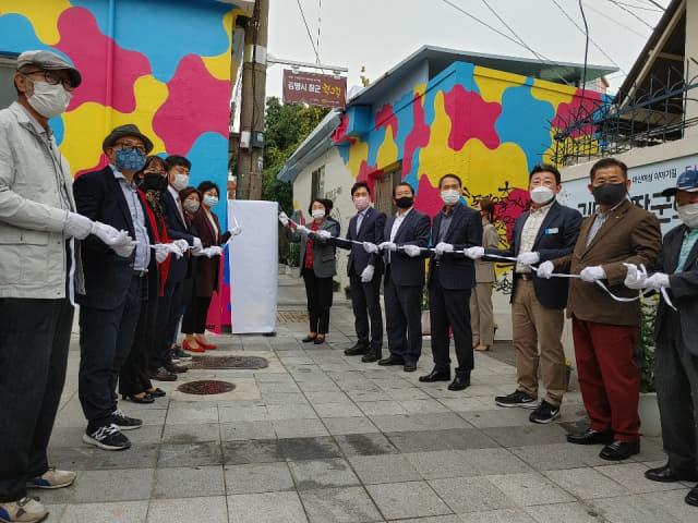 창원시는 16일 마산합포구 창동에서 '마산여성 이야기길-김명시 장군의 학교길' 개장식을 열었다./창원시/