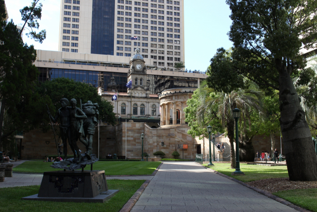 시티에서 볼 수 있었던 오래된 느낌의 건축물들.