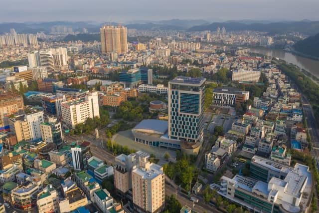 경남과학기술대학교.