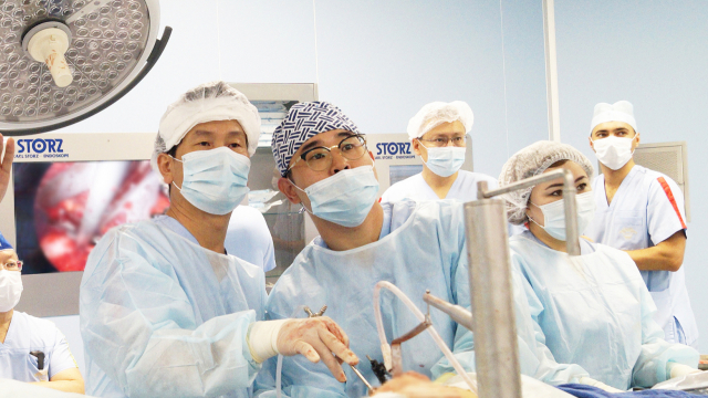 한마음창원병원 의료진들이 췌장암 수술을 하고 있다./한마음창원병원/