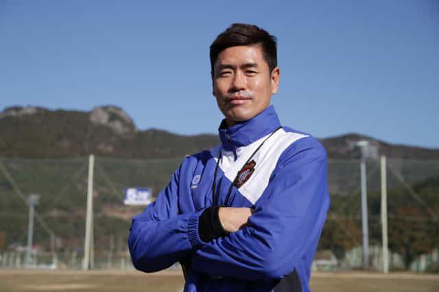23일 창원축구센터에서 설기현 경남FC 감독이 포즈를 취하고 있다.