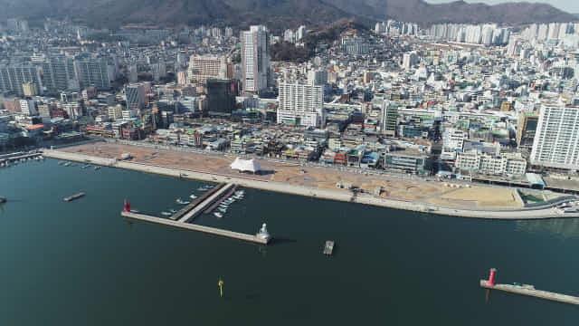 마산 구항 방재언덕 친수공간 공사현장.