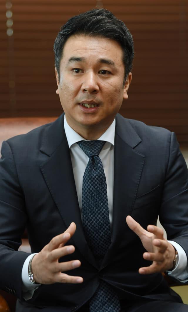 """김명섭 ㈜진해오션 대표가 """"웅동지구가 보다 나은 방향으로 개발될 수 있기를 희망한다""""라고 밝히고 있다."""