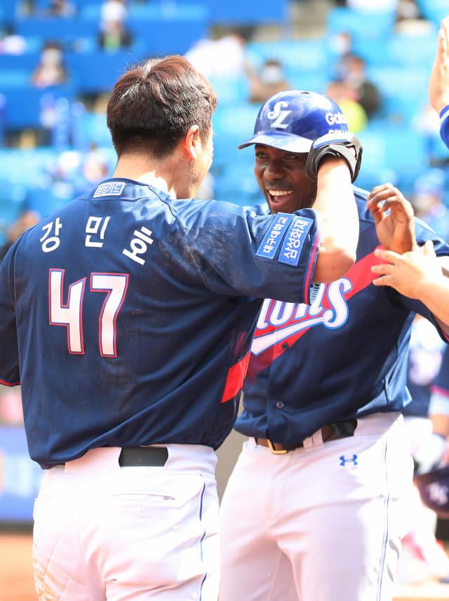 삼성 라이온즈 호세 피렐라(오른쪽). /연합뉴스 자료사진/