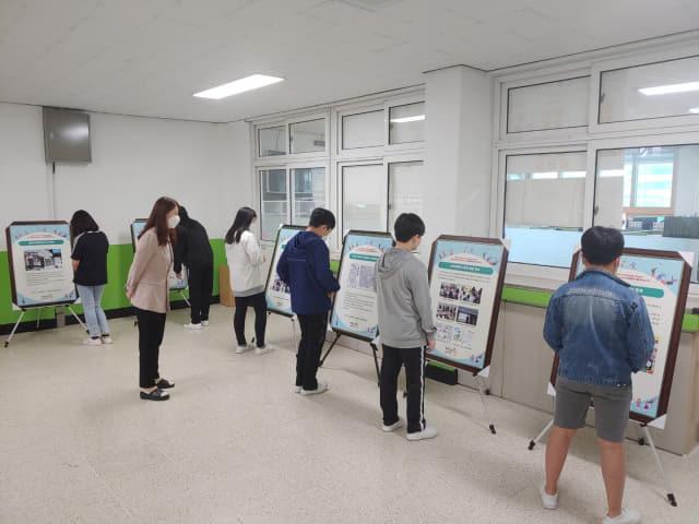 진주 금성초등학교에서 열린 진주소년운동 역사 자료 전시회./진주문화사랑모임/