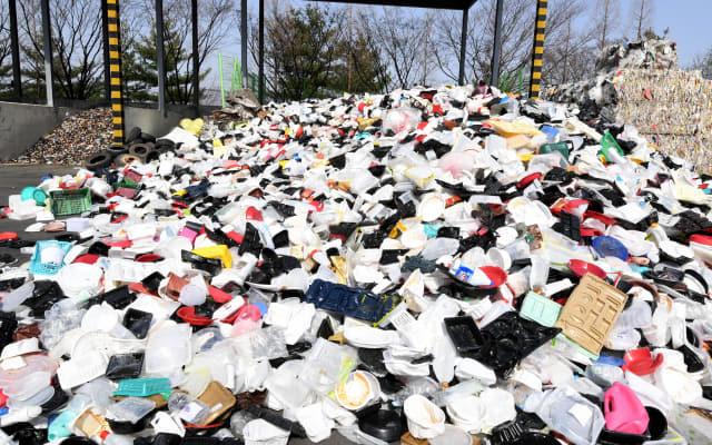창원시 생활폐기물재활용종합단지에 플라스틱 재활용품이 가득 쌓여 있다./경남신문 DB/