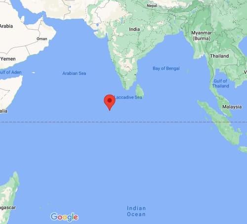 지상추락 우려가 제기된 중국 로켓이 추락한 해역으로 발표된 몰디브 근처 아라비아해. 붉은 표시는 몰디브[구글지도 캡처]