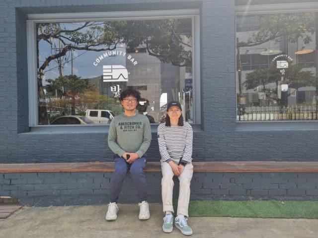 박정일(왼쪽) 본부장과 박은진 대표.