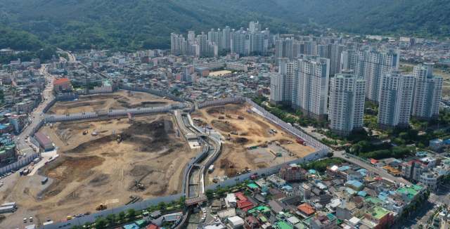 창원시 마산합포구와 회원구의 경계지역에 위치한 북마산지역 재개발사업 현장./김승권 기자/