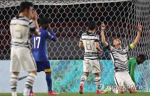 (고양=연합뉴스) 박동주 기자 = 9일 고양종합운동장에서 열린 2022 카타르 월드컵 아시아지역 2차 예선 대한민국 대 스리랑카의 경기. 김신욱이 한국의 세 번째 골을 넣은 뒤 기뻐하고 있다. 2021.6.9 pdj6635@yna.co.kr