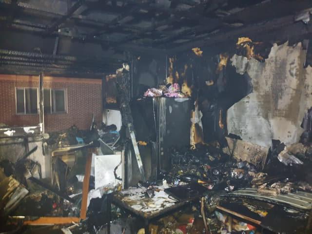 13일 오전 3시 59분께 김해시 어방동 다세대주택에서 화재가 발생했다. /경남소방본부/