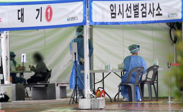14일 창원종합버스터미널 앞 광장에 마련된 임시선별검사소가 한산한 모습을 보이고 있다./김승권 기자/