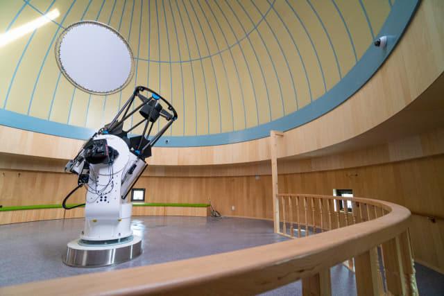 주관측실에 설치돼 있는 주망원경인 70cm 반사망원경.